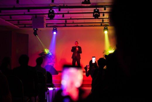 o Tenor Antonio reis abre a Noite de Gala interpretando ópera italiana